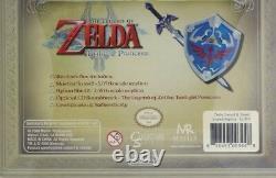 Legend of Zelda The Twilight Princess 1/6th Scale Rep Master Sword Hylian Shield