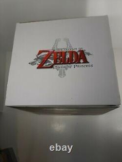 NIB Deluxe Legend Of Zelda Twilight Princess Link Deluxe Collector's Figure